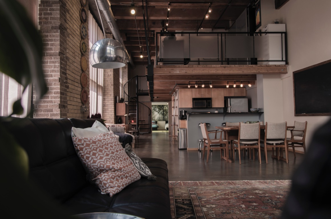 Jak urządzić mieszkanie w stylu loft? Praktyczne wskazówki